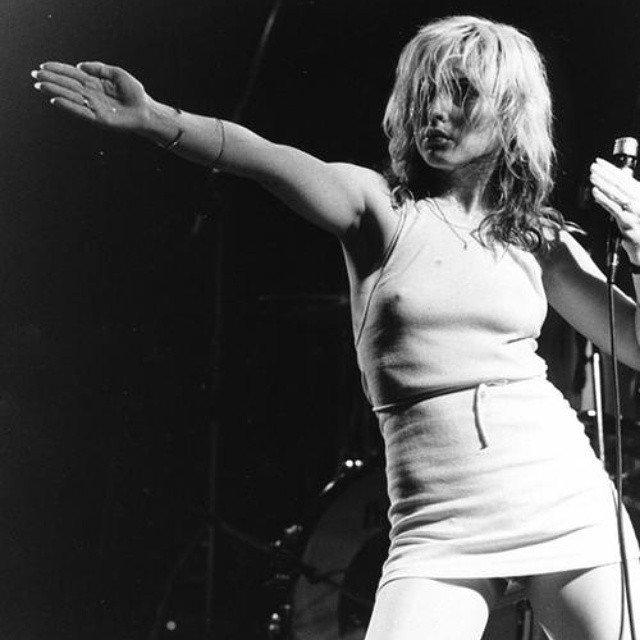 Podprsenku jako správná rocková hvězda a feministka nosila opravdu málokdy