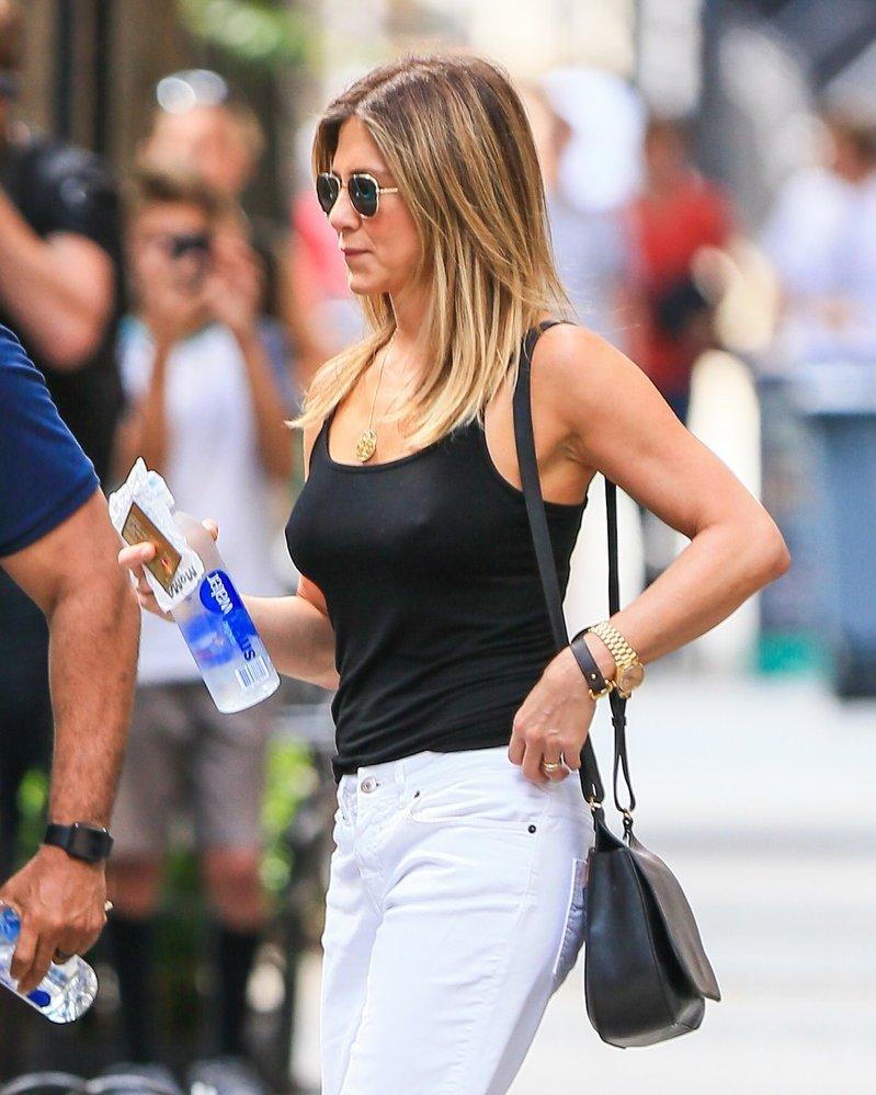 Rachel ztvárnila herečka Jennifer Aniston. Ani jedna z dam podprsenkám nikdy příliš nefandila