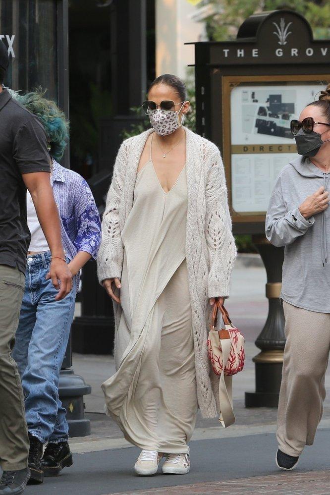 Jennifer chodí bez spodního prádla i v soukromí. S její postavou opravdu nemá důvod cokoliv zahalovat