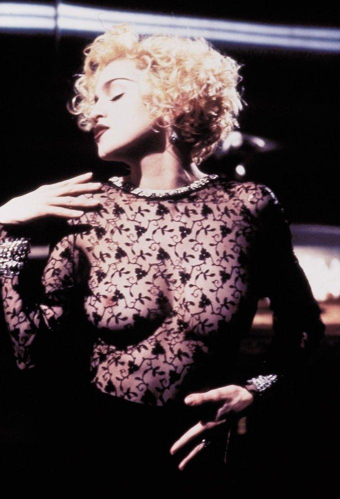 Pod nejslavnějšími braless momenty historie je ovšem podepsaná the one and only Madonna