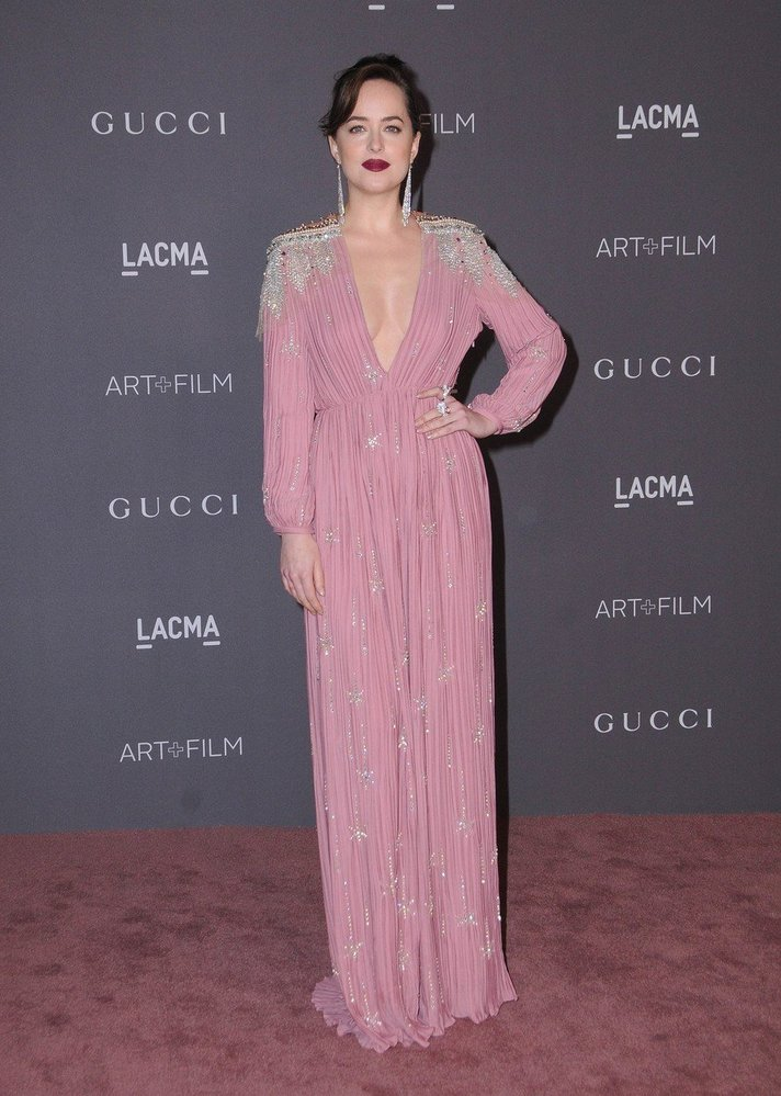 Dakota Johnson v šatech Gucci