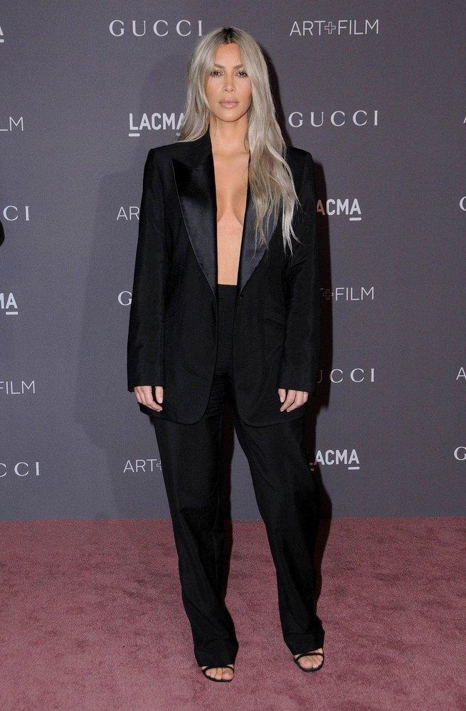 Kim Kardashian v kostýmu Tom Ford for Gucci