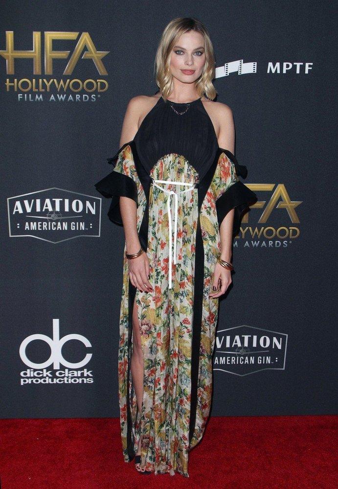 Margot Robbie v šatech Louis Vuitton