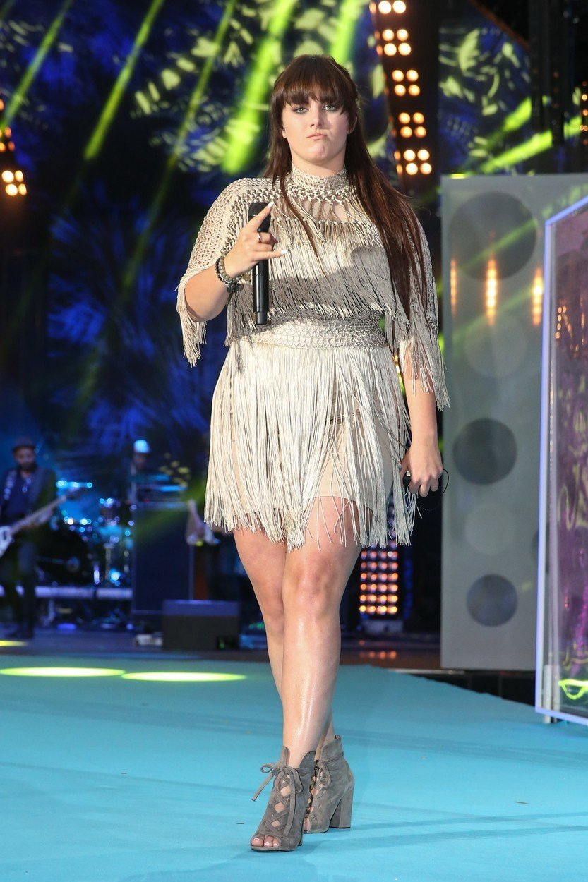 Zpěvačku Ewu Farnou (27) si lidé kvůli její váze hodně dobírali. Přibrala hlavně v pubertě a je pro ni obtížné si udržet štíhlou postavu.
