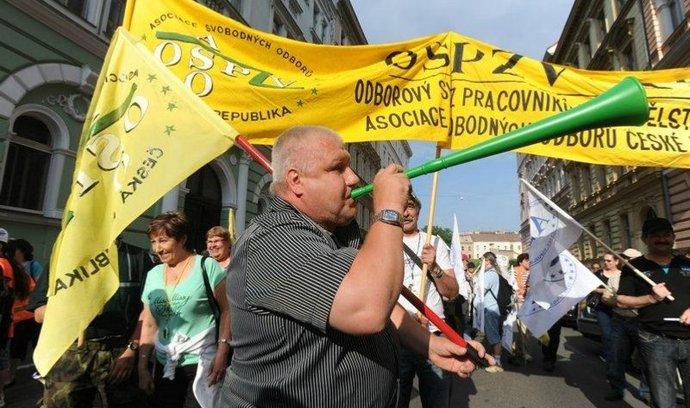 Foto z demonstrace, která 16. června doprovodila celodenní stávku v dopravě