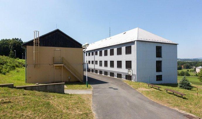 Centrum ve Vyšních Lhotách na Frýdecko-Místecku, kam policie odvádí nelegální běžence zadržené v Česku.
