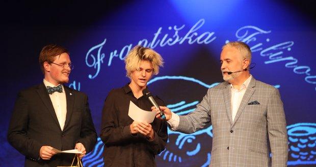 Ceny Františka Filipovského 2021: Vnuci Jorgy Kotrbové Matěj  (vlevo) a Filip Komínkovi
