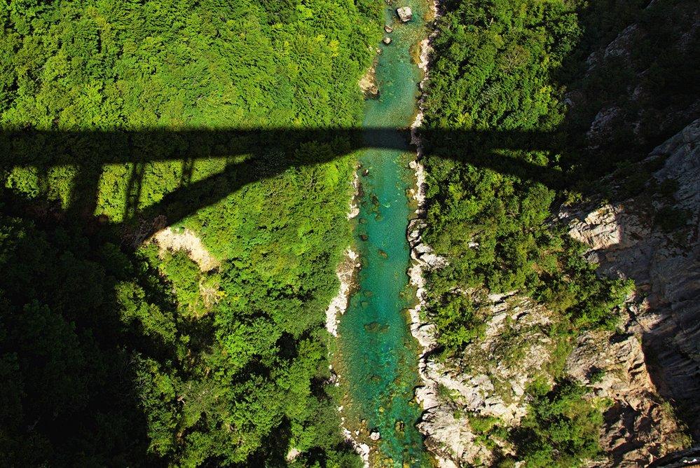 Vodnatá a divoká řeka Tara protéká nejhlubším kaňonem v Evropě