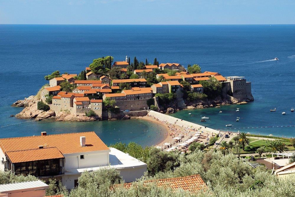 Původní rybářská vesnice Sveti Štefan byla přestavěna na luxusní hotelový komplex pro zámožné klienty