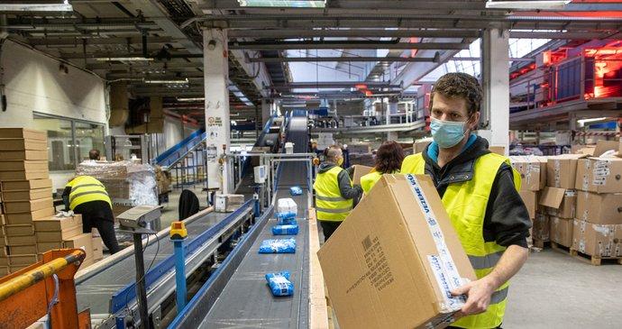 Konec levných nákupů od října: Na zboží z Číny i USA začne platit daň