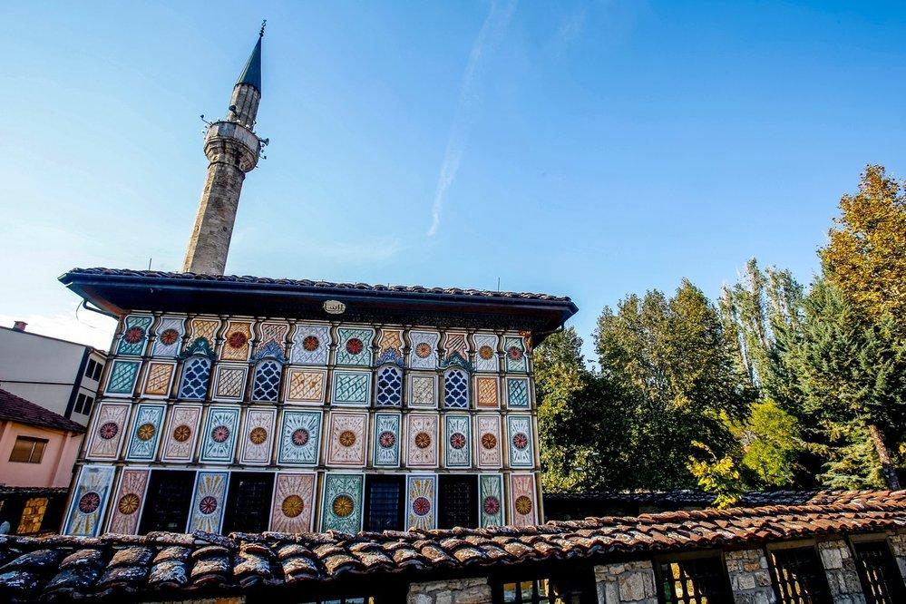 Nejbarevnější mešitu Evropy najdeme v severomakedonském městě Tetovo