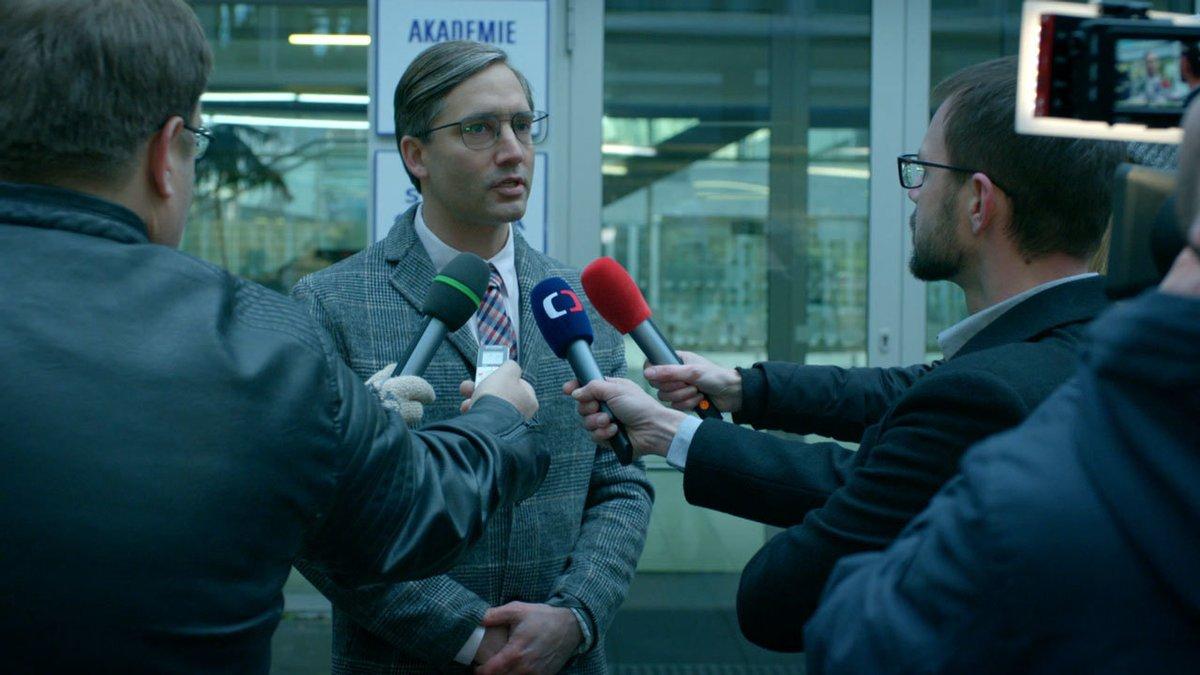 Deset příběhů, které otřásly českým školstvím aneb Ochránce, nový seriál České televize v hlavní roli s Lukášem Vaculíkem