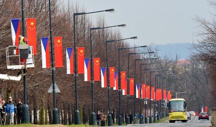 České a čínské vlajky