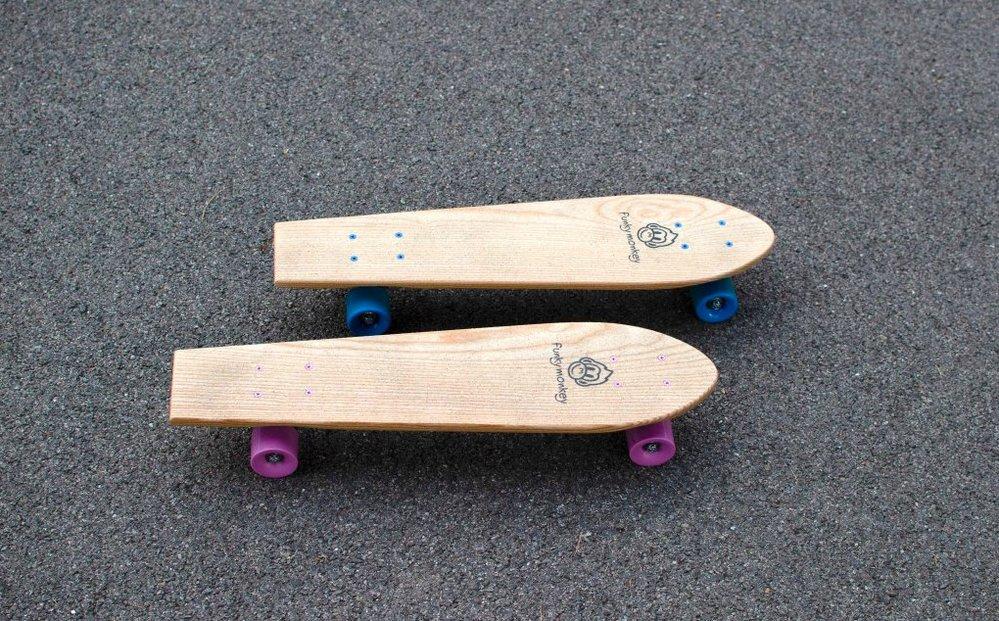 Ručně vyrobený dětský dřevěný skateboard z jasanu (vhodné od pěti let), Funky Monkey, 3290 Kč, www.funky-monkey.cz