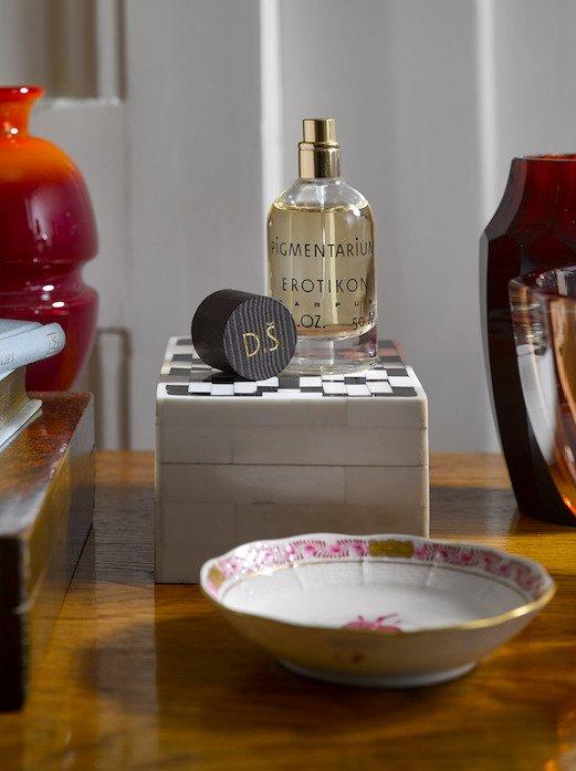 Parfém Erotikon (s možností personalizovaného flakonu v podobě iniciál ze 24k zlata), Pigmentarium, 3690 Kč, www.pigmentarium.com