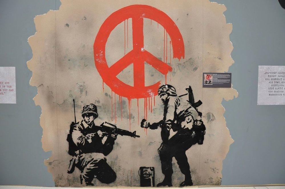 Neautorizovaná výstava kopií a reprodukcí The World of Banksy ve výstavní síni Mánes - Vojáci CND