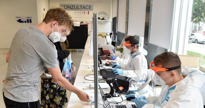 Koronavirus ONLINE: Studenti v Česku mají i čtyři dávky vakcíny. A tempo očkování zpomalilo