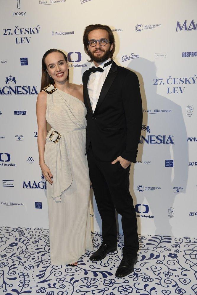Tereza Ramba s manželem Matyášem. Tereza zvolila šaty LaFormela