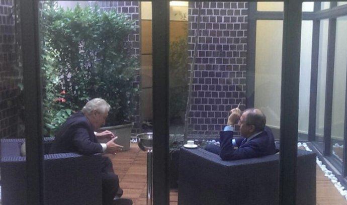 Český prezident Miloš Zeman na okraj evropsko-asijského summitu v Miláně sešel s ruským ministrem zahraničí Sergejem Lavrovem