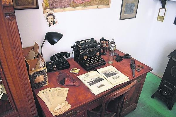 Zprávy četníci psali na běžných psacích strojích.