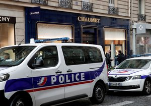 The robber took goods from two to three million euros from the Chaumet jewelry store in Paris.