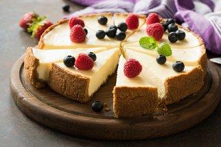 Cheesecake na 60 způsobů: Oslaďte si léto s naší galerií a recepty na lahodně krémový dort