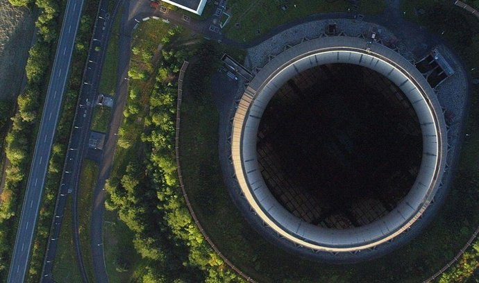 Chladicí věž německé jaderné elektrárny Mülheim Kärlich