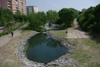 Okolí Chodoveckého potoka se dočká proměny. Přibude zeleň, mobiliář i psí louka