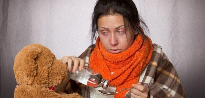 Proti chřipkovým virům bojujte studenou sprchou i česnekem