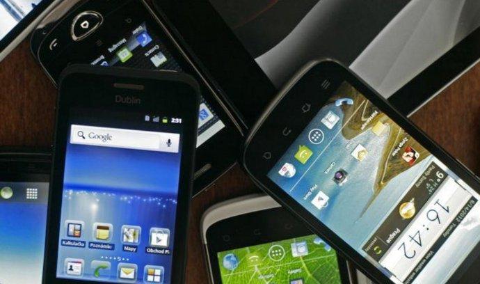 Chytrá mobilní zařízení (ilustrační foto)