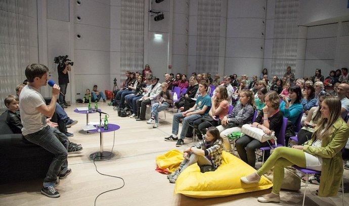 Cílovou skupinou projektu Duhová kulička v rámci Filmfestu Zlín jsou starší děti a mládež