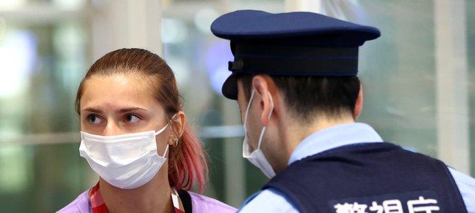 Běloruská běžkyně a kritička režimu Cimanouská byla pod nátlakem odvezena na letiště a nucena k návratu z Tokia.