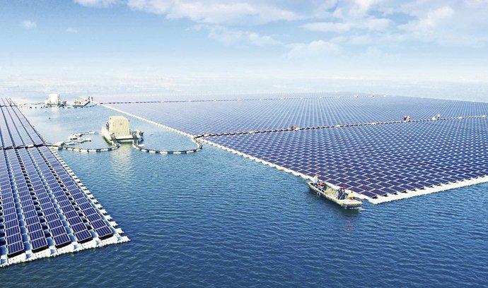 Největší plovoucí solární elektrárna na světě se nachází v Čína