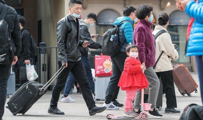 Čínská populace rostla v uplynulém desetiletí nejpomaleji od zavedení politiky jednoho dítěte v roce 1979.