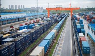 Kolaps námořních tras posílil dopravu zboží z Asie po železnici. Ta už je na hraně možností