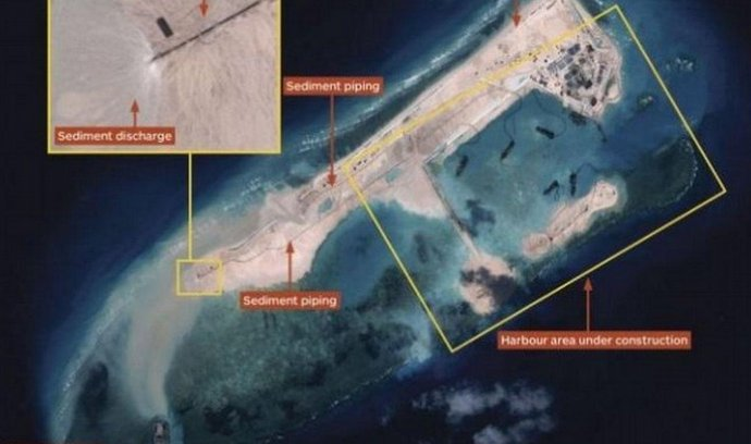 Čínou budovaný umělý ostrov