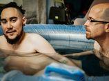 Cítí se být mužem, ale porodil dítě. Transgender pár ukázal odvážné porodní fotky!