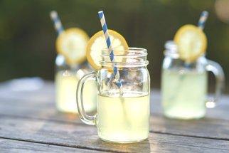 Domácí limonády, které musíte vyzkoušet: Zázvorová, okurková, s borůvkami i sladkým mangem