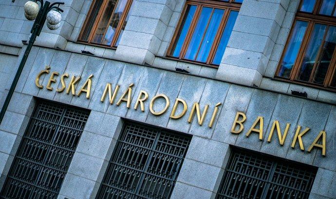 Česká národní banka se podle ekonomů chystá k zásadnímu zpřísnění měnové politiky