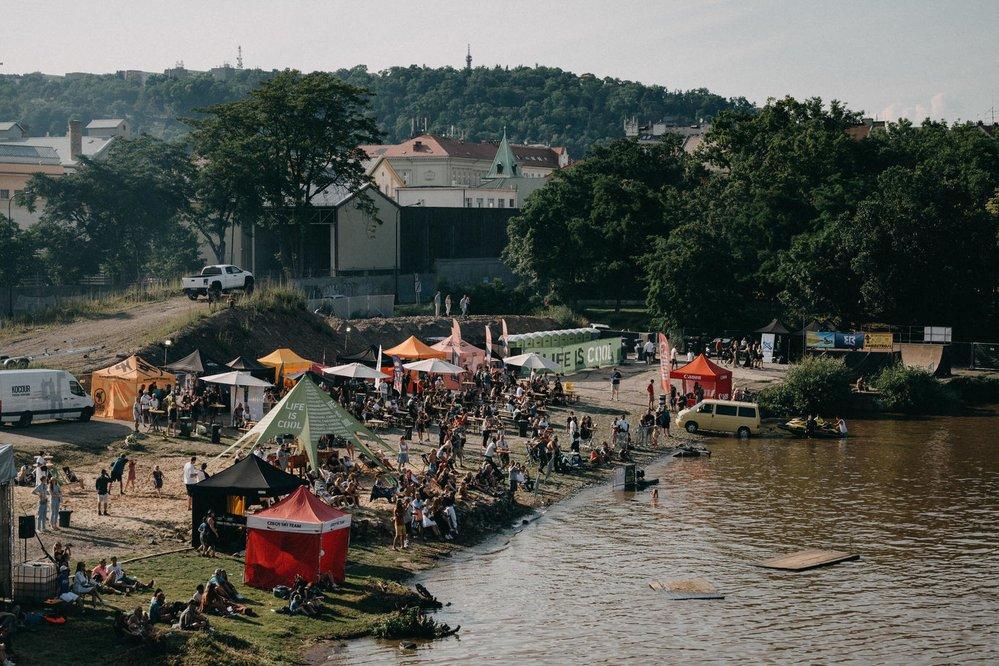 Skoky do vody na akci COOLIFE FREESTYLE FEST