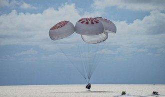 Z vesmíru se vrátila první civilní posádka lodi Crew Dragon
