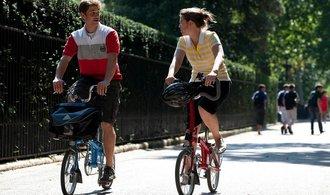 Jízda na kole bez přilby může přinést nejen smrt, ale i zkrácení pojistky