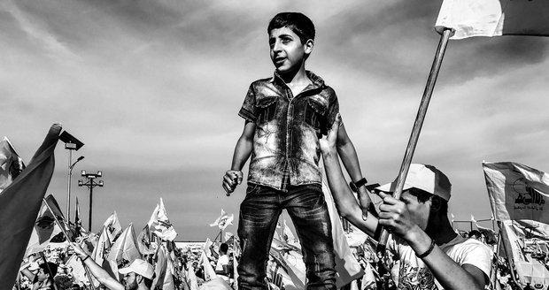 Kategorie Problémy dnešní doby: Martin Bandžák, volný fotograf - Hizballáh, oslavy vítězství nad Izraelem. Jedná se také o celkovou vítěznou fotografii.