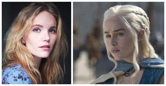 Daenerys Targaryen. Emilia Clarke (vpravo) hraje Daenerys od začátku Hry o trůny, ale v pilotu ji ztvárnila herečka Tamzin Merchant