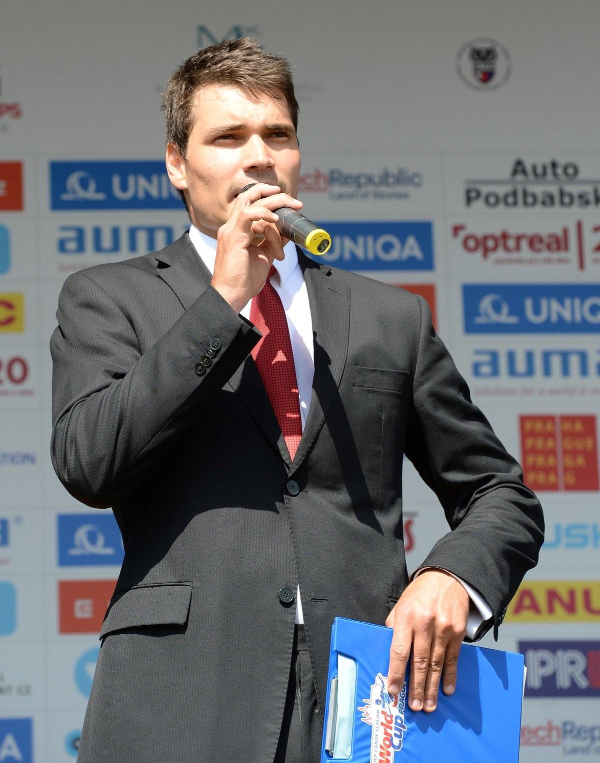 Moderátor České televize Daniel Stach