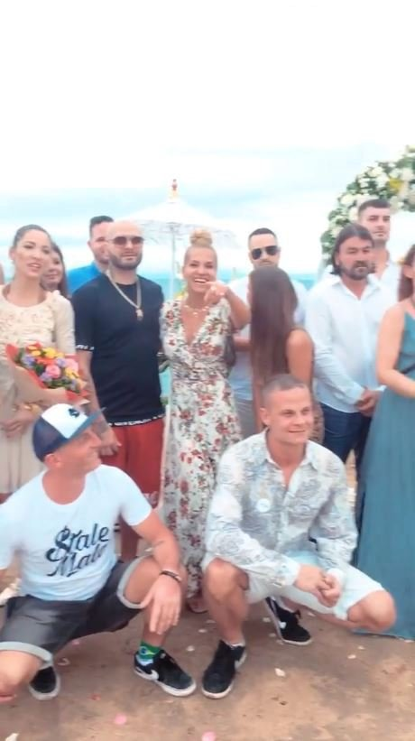 Dara Rolins je na Bali na svatbě kamarádky i s dcerou Laurou a přítelem Rytmusem.