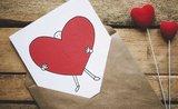 Čo (ne)darovať na Valentína: 8 tipov, ako premeniť klišé na úžasné darčeky