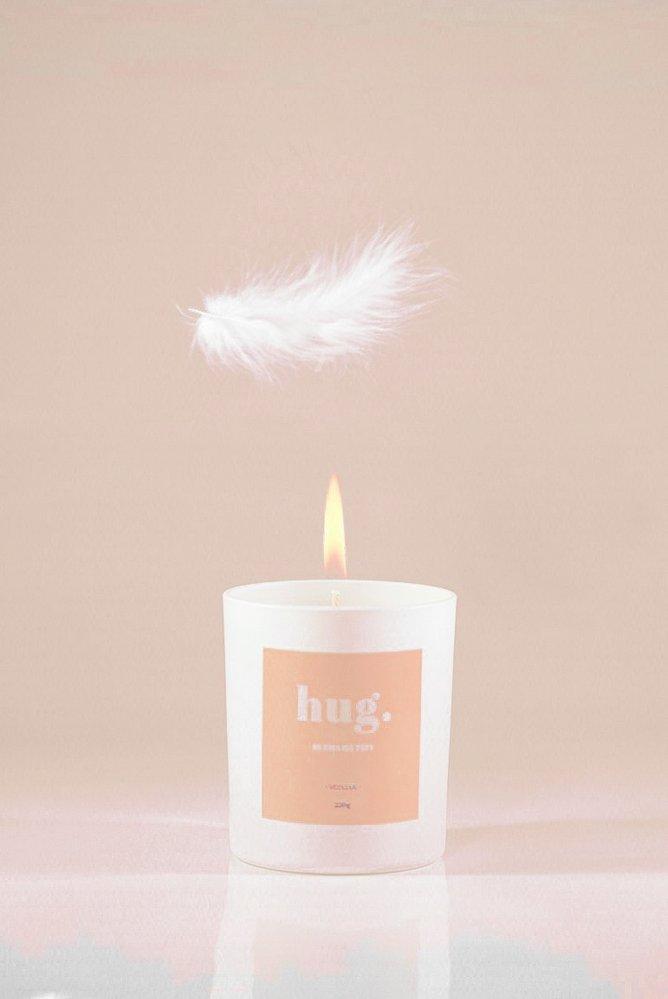 HUG. – Vonná svíčka, 590 Kč, emamataty.cz