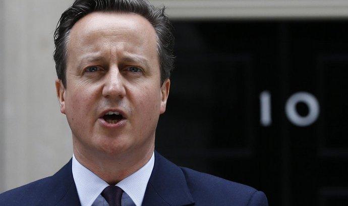 David Cameron se vrací do Downing Street 10