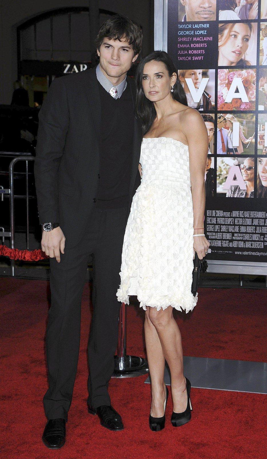 Demi Moore (49) & Ashton Kutcher (33)